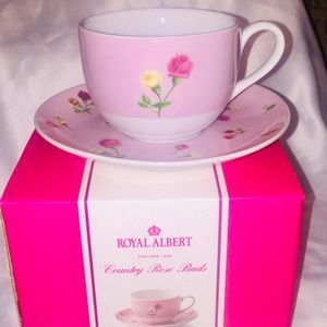Set of 2 NWT ROYAL ALBERT Tea Cups & Saucers